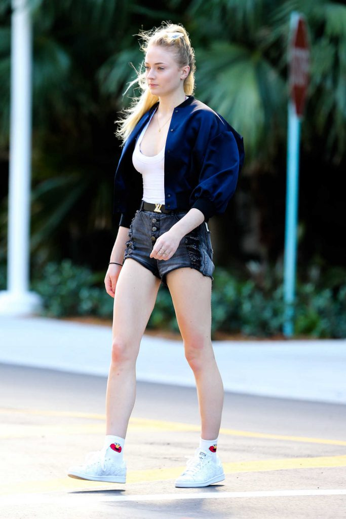 Sophie Turner Goes Shopping With Joe Jonas in Miami 12/30/2016-1