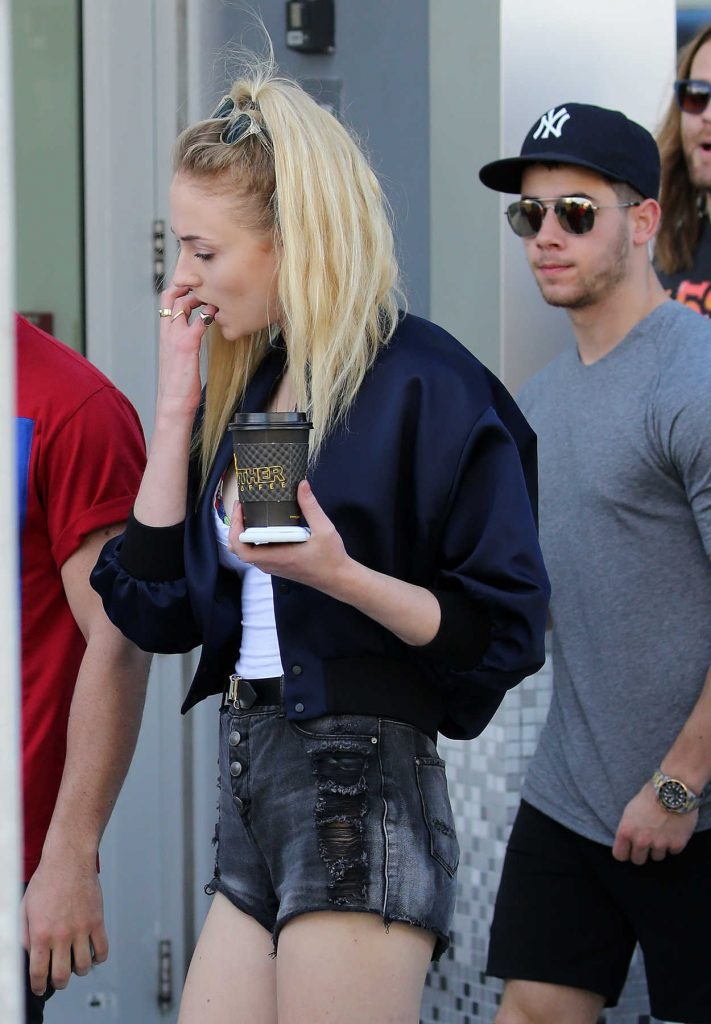 Sophie Turner Goes Shopping With Joe Jonas in Miami 12/30/2016-4