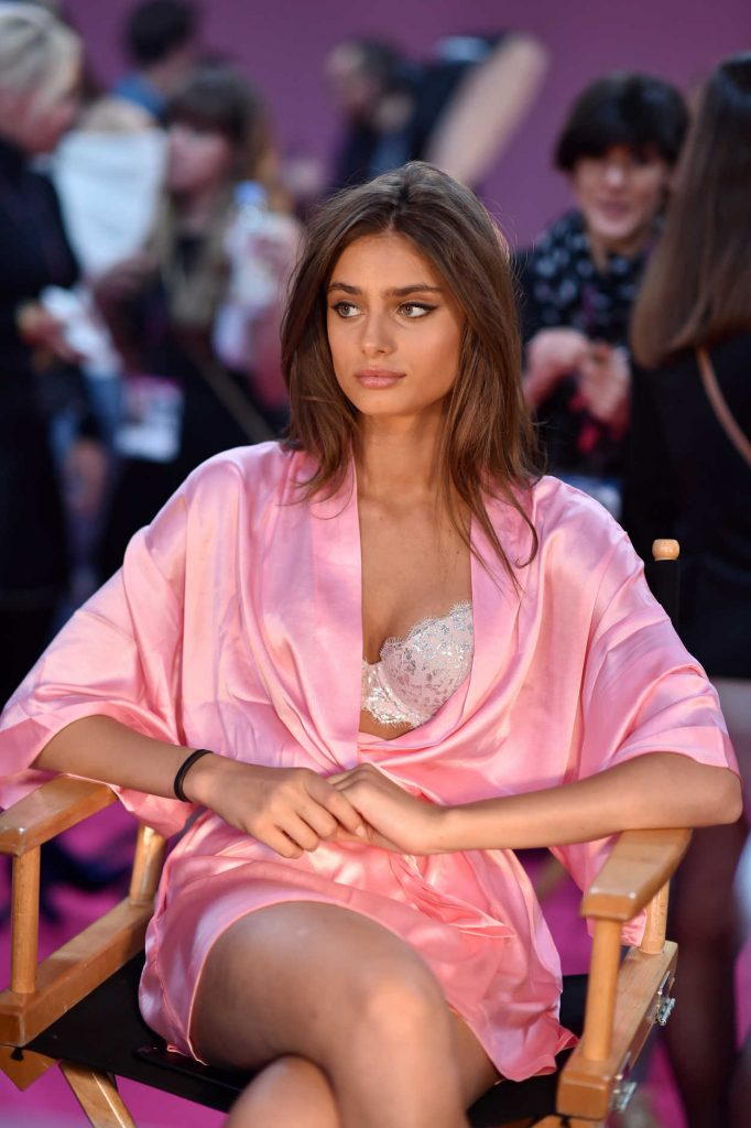 Taylor Hill at the 2016 Victoria's Secret Fashion Show Backstage in Paris 11/30/2016-3