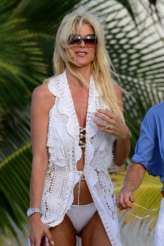 Victoria Silvstedt Was Seen in Bikini in St. Barts 12/23/2016-1