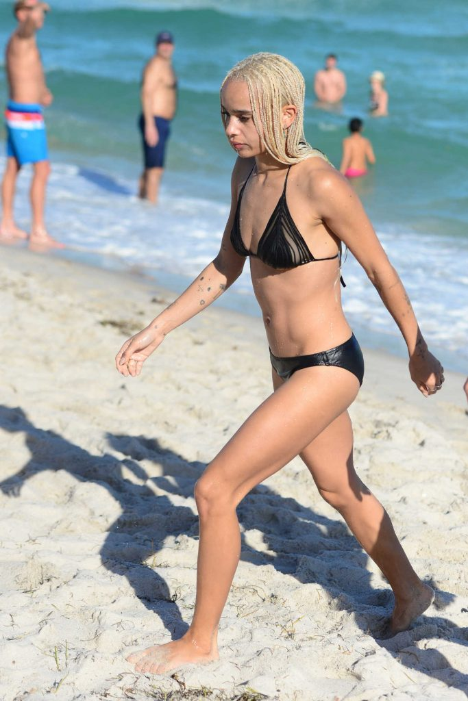 Zoe Kravitz in Bikini at the Beath in Miami 12/24/2016-4