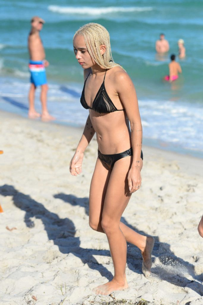 Zoe Kravitz in Bikini at the Beath in Miami 12/24/2016-5