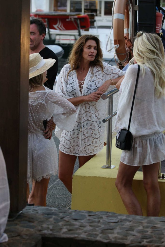 Cindy Crawford Was Seen Out in St Barth 12/30/2016-2