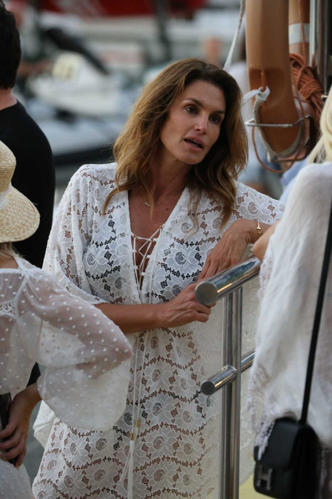 Cindy Crawford Was Seen Out in St Barth 12/30/2016-3