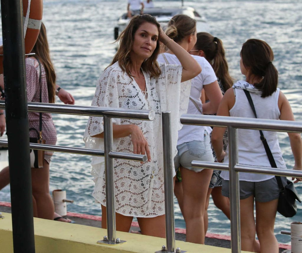 Cindy Crawford Was Seen Out in St Barth 12/30/2016-4