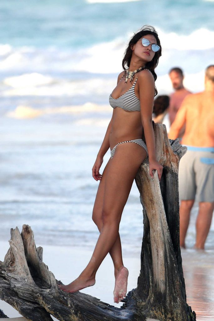 Eiza Gonzalez in Bikini at the Beach in Mexico 01/02/2017-3