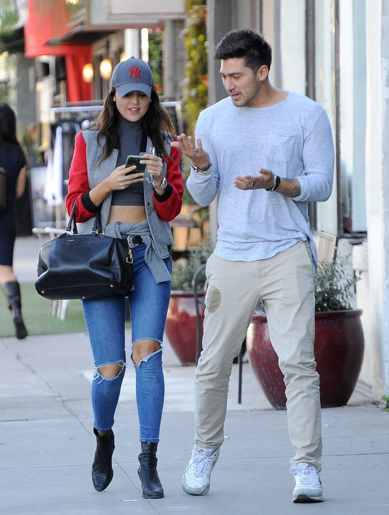 Eiza Gonzalez Was Seen With a Friend Out in Los Angeles 01/30/2017-1