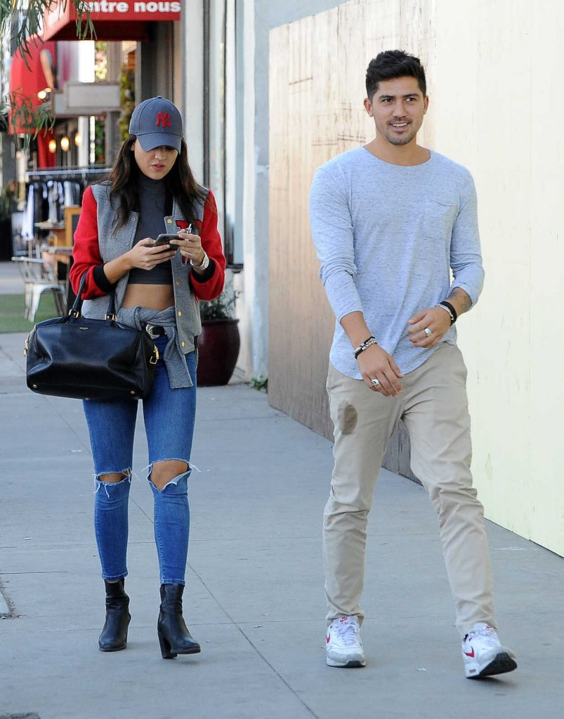 Eiza Gonzalez Was Seen With a Friend Out in Los Angeles 01/30/2017-2