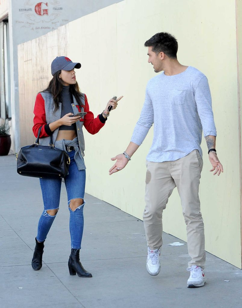 Eiza Gonzalez Was Seen With a Friend Out in Los Angeles 01/30/2017-3