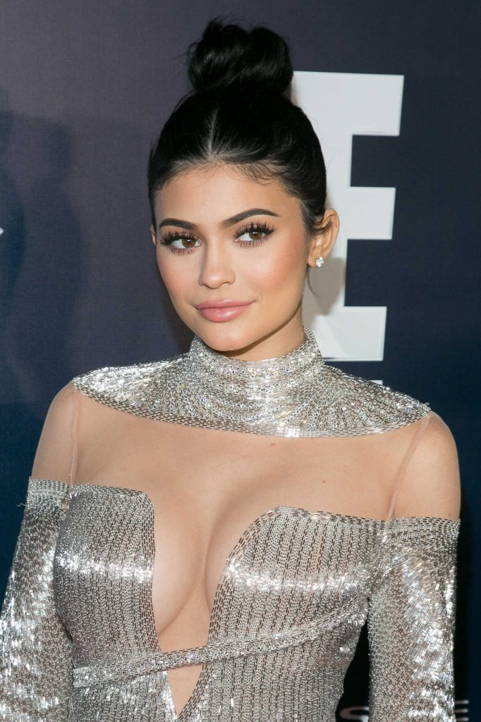 Kylie Jenner at E! Entertainment Golden Globes After Party in Los Angeles 01/08/2017-5