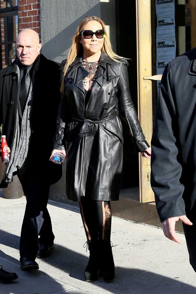 Mariah Carey Leaves Her Hotel in New York 12/31/2016-1