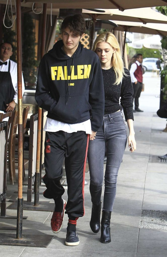 Nicola Peltz Was Seen Out in Beverly Hills 01/18/2017-4