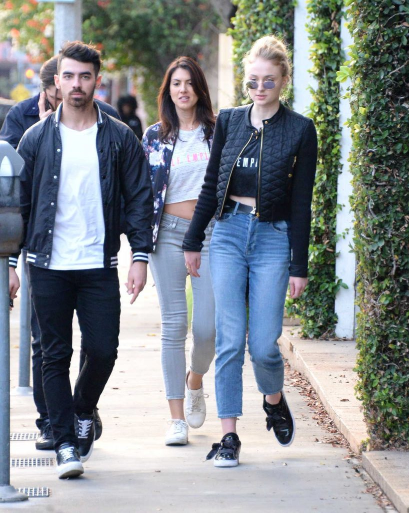 Sophie Turner Was Seen Out in Beverly Hills With Her Boyfriend Joe Jonas 01/05/2017-3