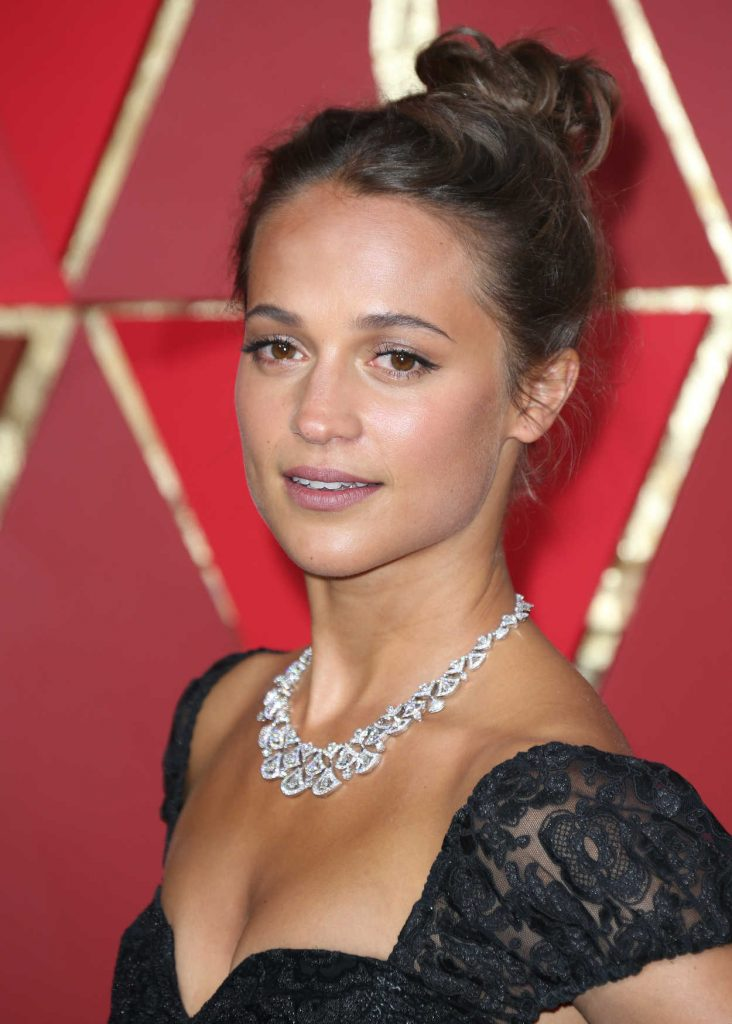 Alicia Vikander at the the 89th Annual Academy Awards in Hollywood 02/26/2017-5