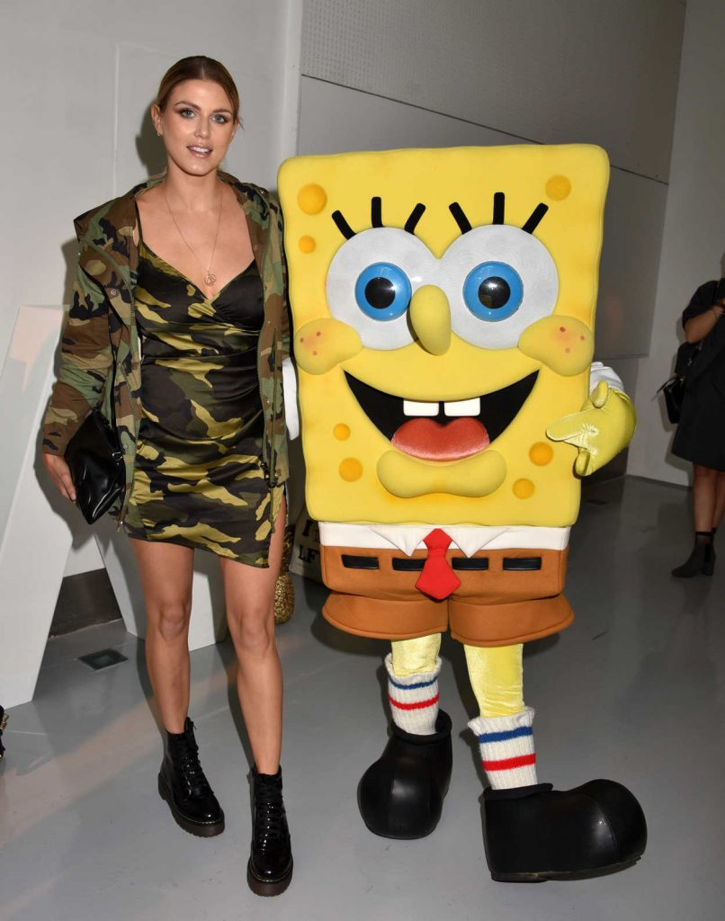 Ashley James With Sponge Bob Gold in London 02/18/2017-1