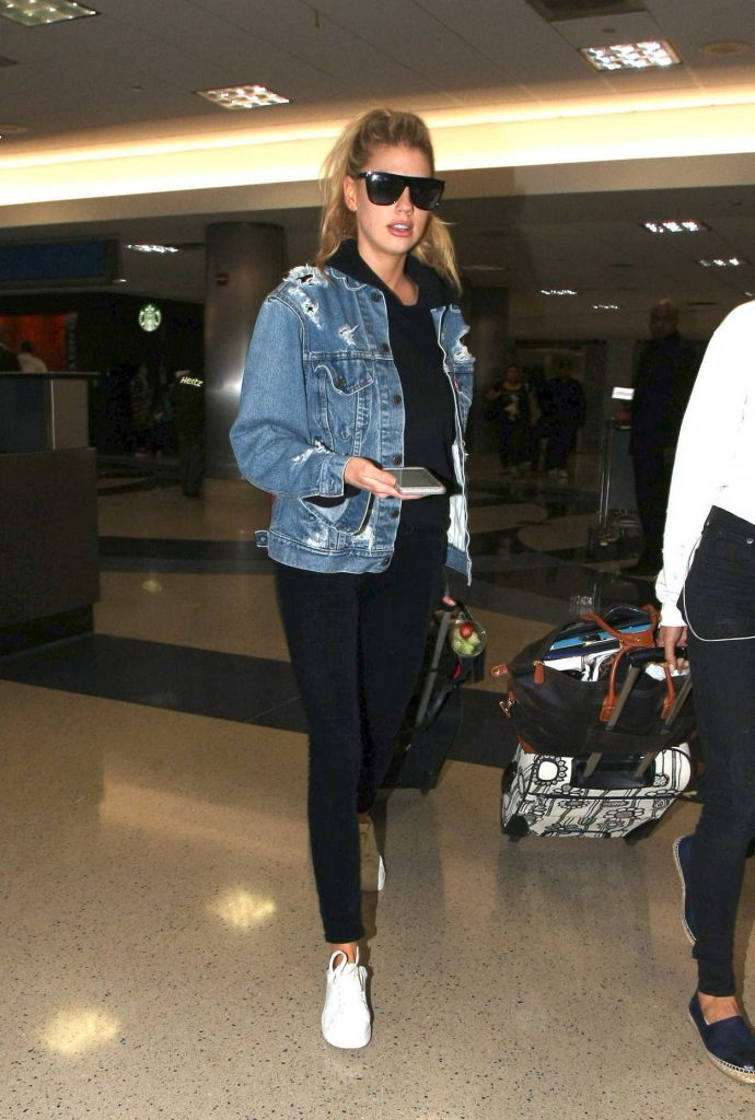 Charlotte McKinney Was Seen at LAX Airport in LA 02/20/2017-3
