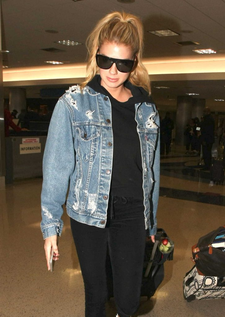 Charlotte McKinney Was Seen at LAX Airport in LA 02/20/2017-5