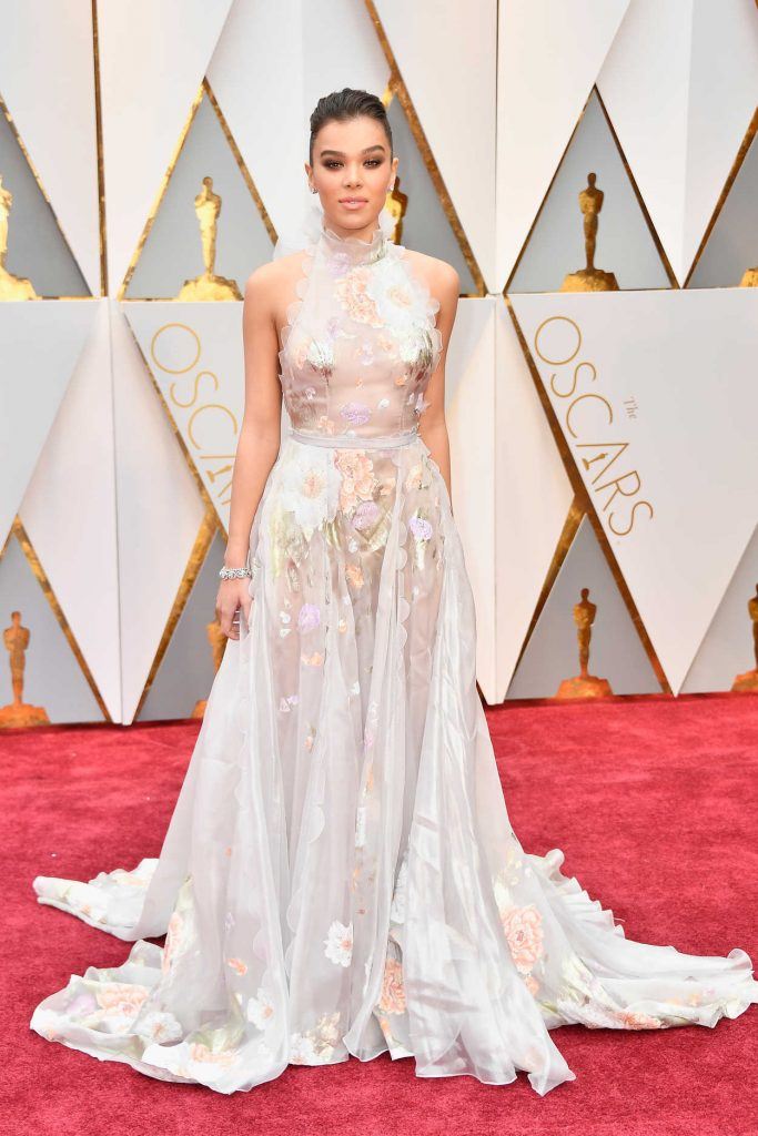 Hailee Steinfeld at the the 89th Annual Academy Awards in Hollywood 02/26/2017-1
