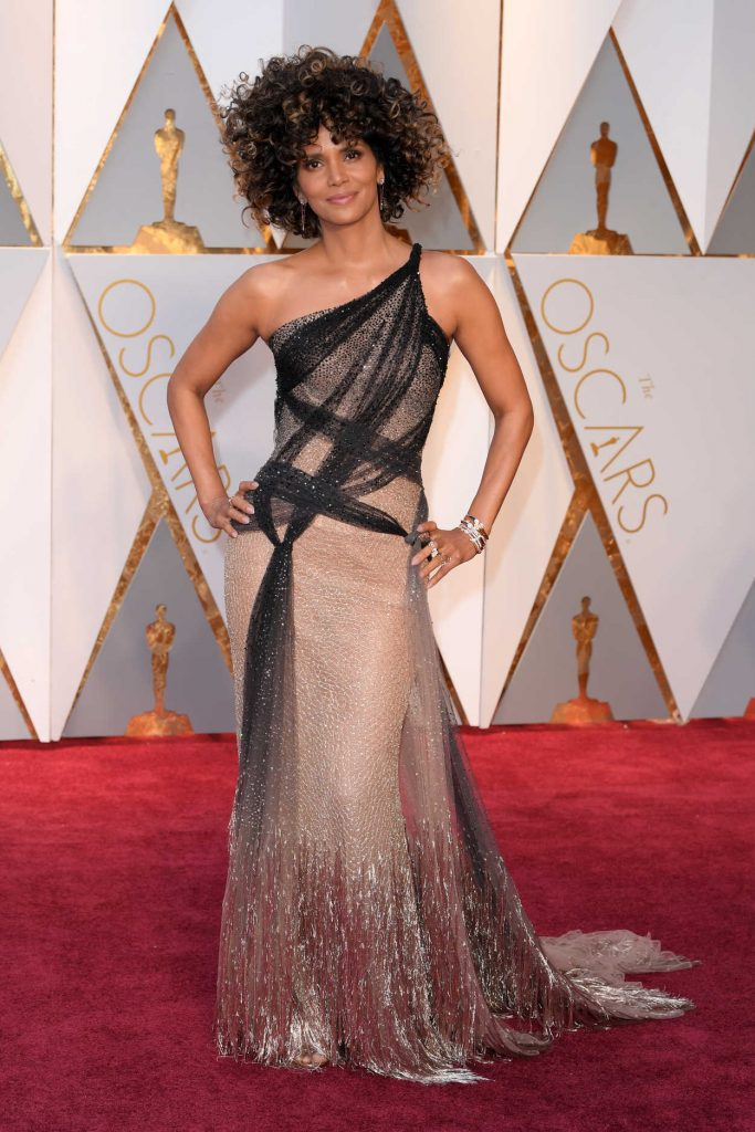 Halle Berry at the the 89th Annual Academy Awards in Hollywood 02/26/2017-1