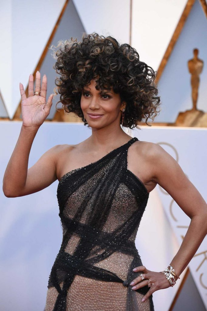 Halle Berry at the the 89th Annual Academy Awards in Hollywood 02/26/2017-4