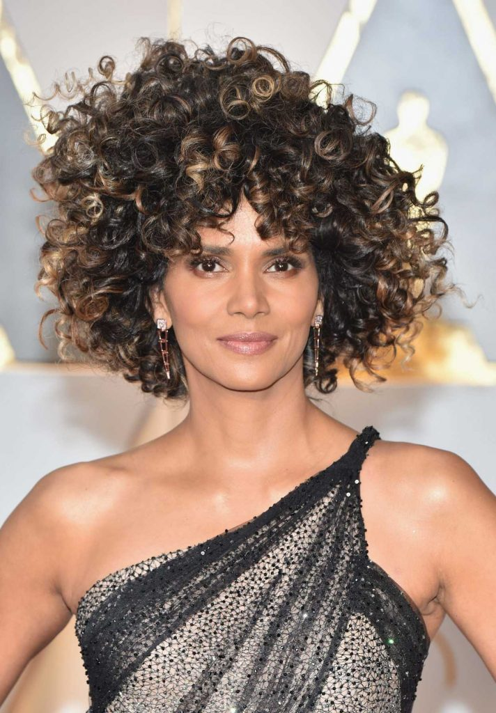 Halle Berry at the the 89th Annual Academy Awards in Hollywood 02/26/2017-5