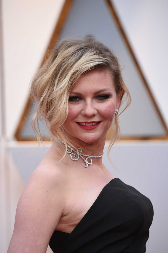 Kirsten Dunst at the the 89th Annual Academy Awards in Hollywood 02/26/2017-5