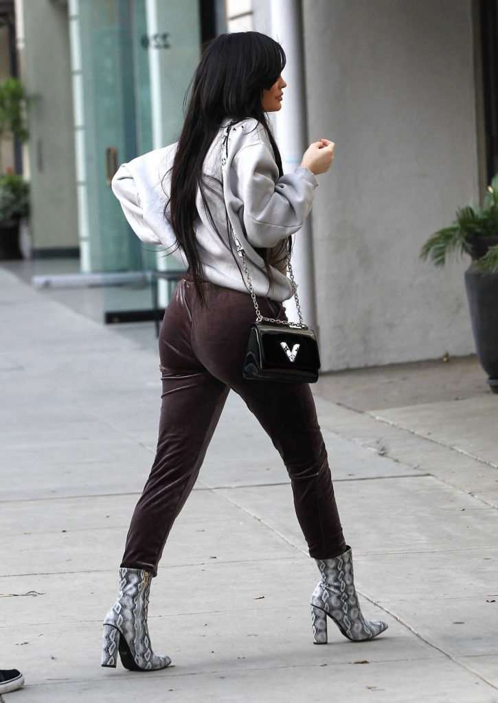 Kylie Jenner Was Seen Out in Beverly Hills 02/01/2017-4