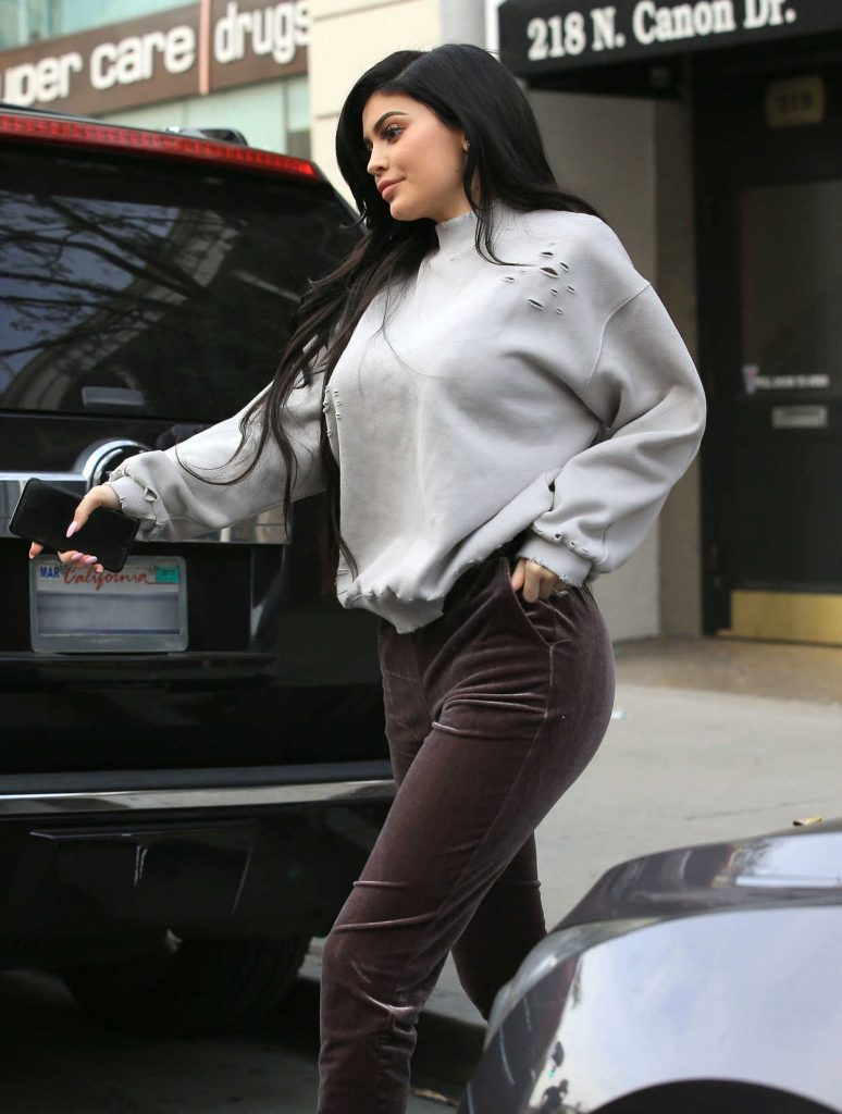 Kylie Jenner Was Seen Out in Beverly Hills 02/01/2017-5