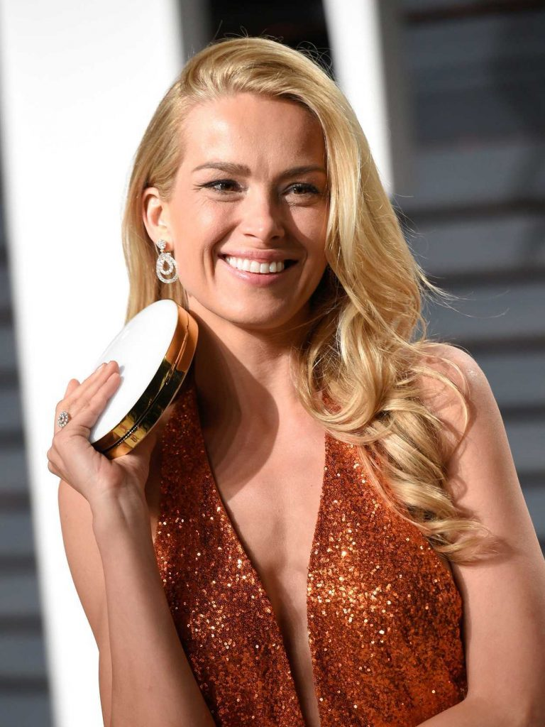 Petra Nemcova at the 2017 Vanity Fair Oscar Party Hosted by Graydon Carter in Beverly Hills 02/26/2017-5