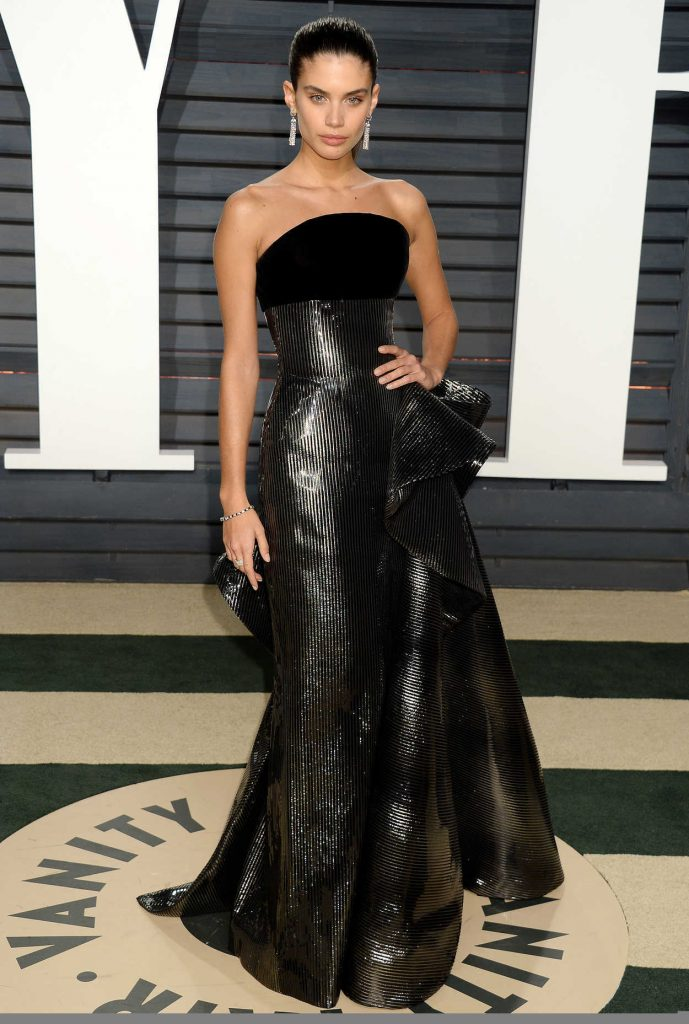 Sara Sampaio at the 2017 Vanity Fair Oscar Party Hosted by Graydon Carter in Beverly Hills 02/26/2017-1