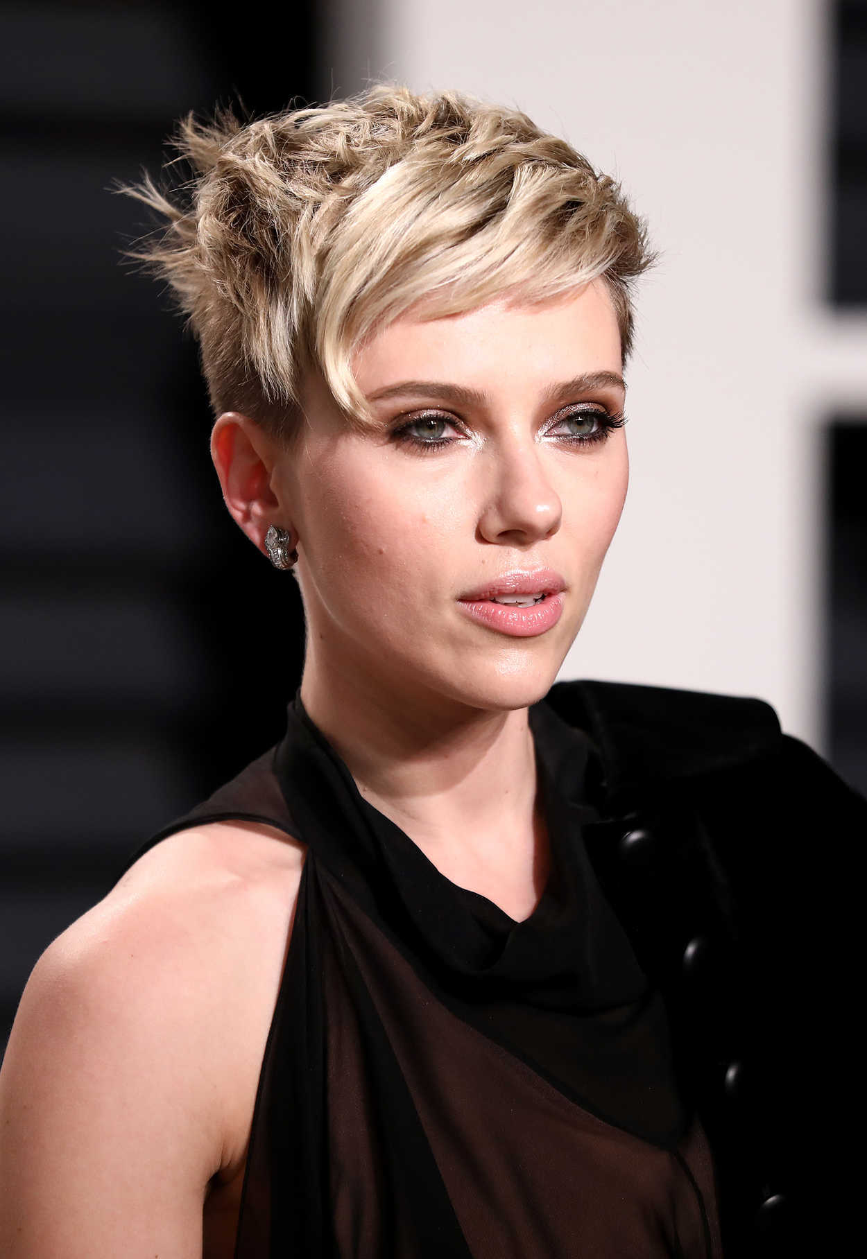 Scarlett Johansson at the 2017 Vanity Fair Oscar Party ... Scarlett Johansson