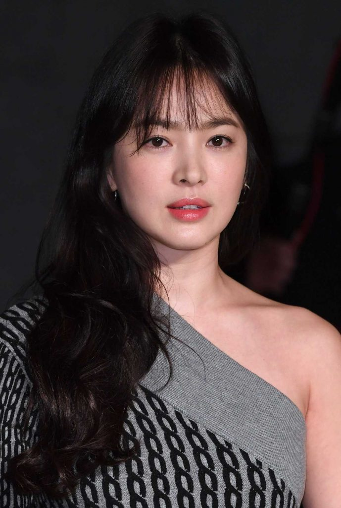 Song Hye Kyo at the Burberry Show During the London Fashion Week 02/20/2017-5