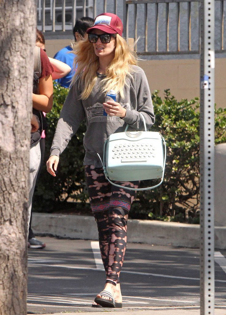 Beth Behrs Out Shopping in Los Feliz 03/20/2017-1