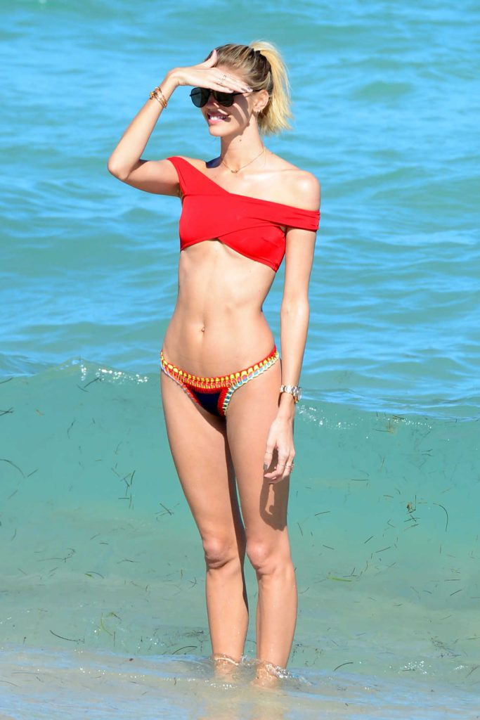 Devon Windsor in Bikini at the Beach in Miami 03/18/2017-2