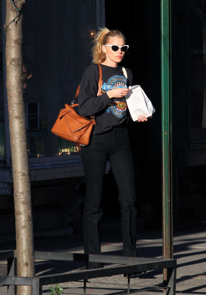 Elsa Hosk Shops Around Manhattan's SoHo 03/09/2017-1