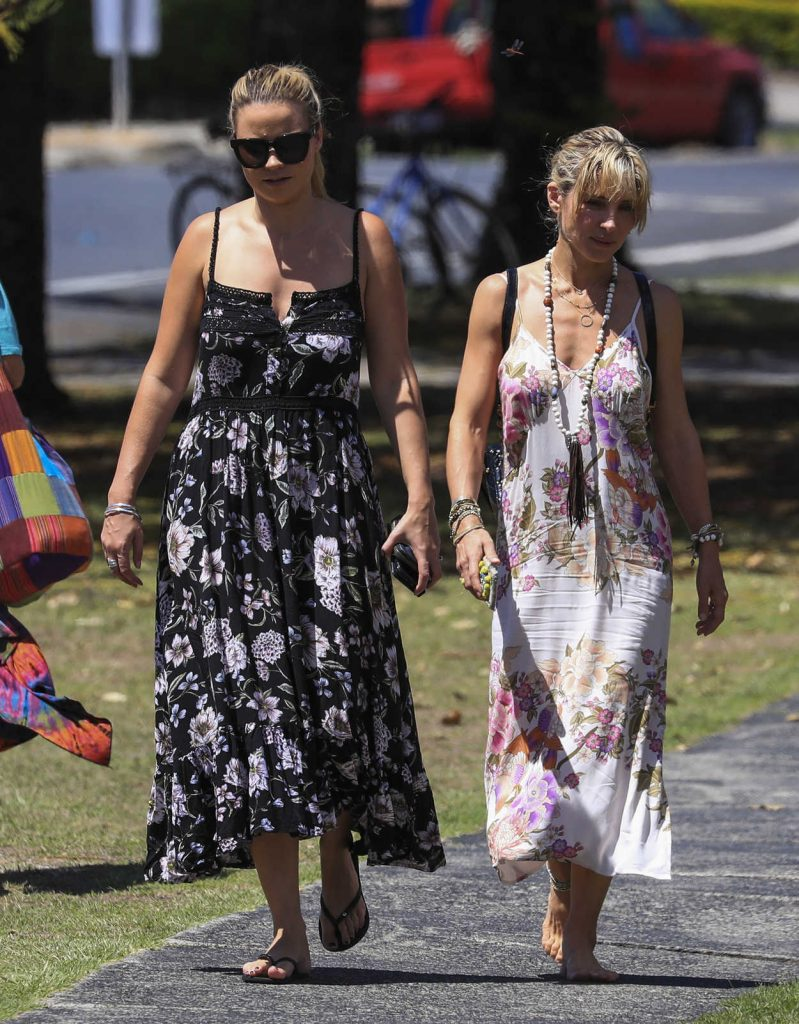 Elsa Pataky Was Seen Out in Byron Bay, Australia 03/04/2017-3