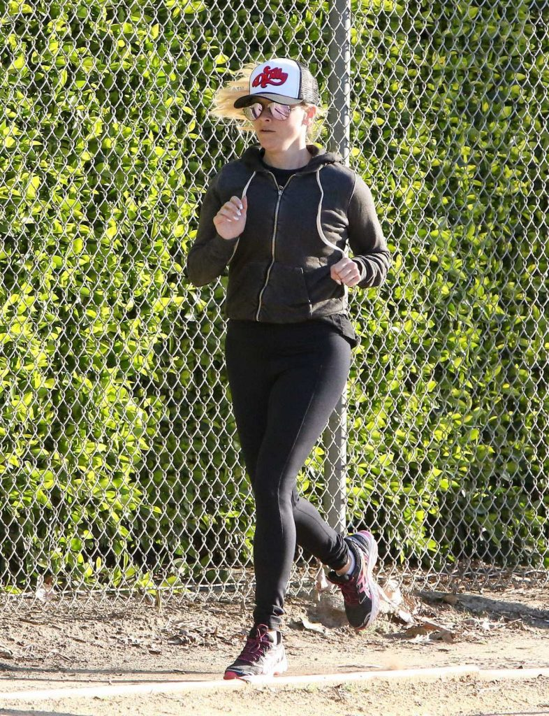 Reese Witherspoon Makes a Run Out in Los Angeles 03/02/2017-1