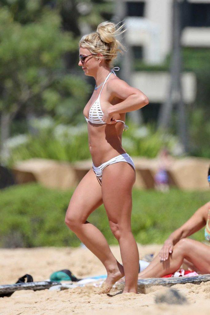 Britney Spears in Bikini at the Beach in Hawaii 04/10/2017-3