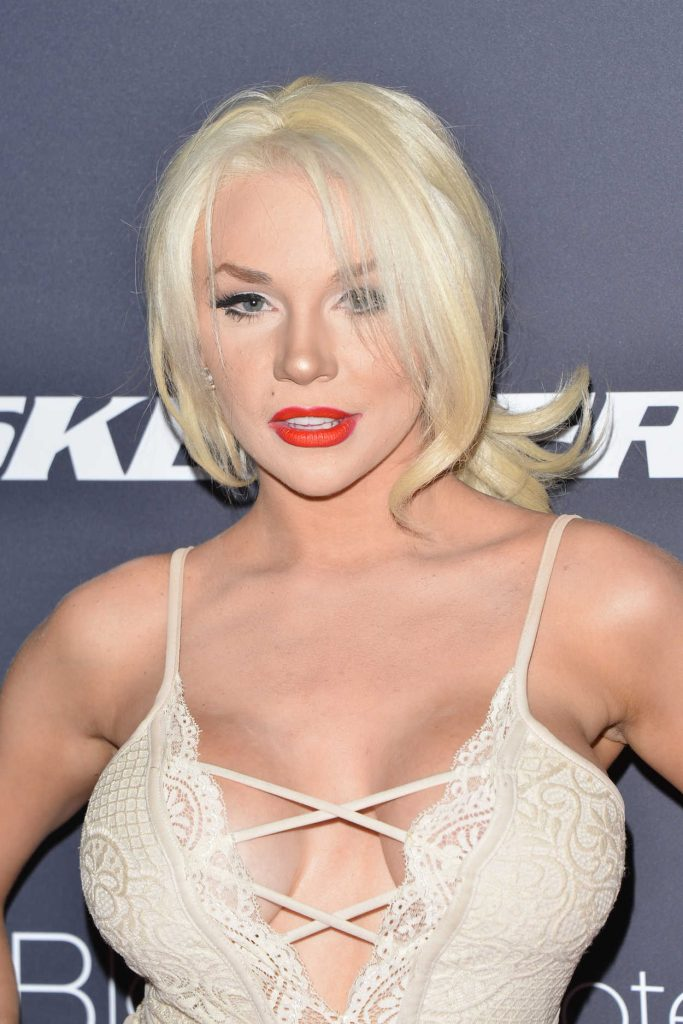 Courtney Stodden at the Star Magazine Hollywood Rocks in West Hollywood 04/06/2017-5