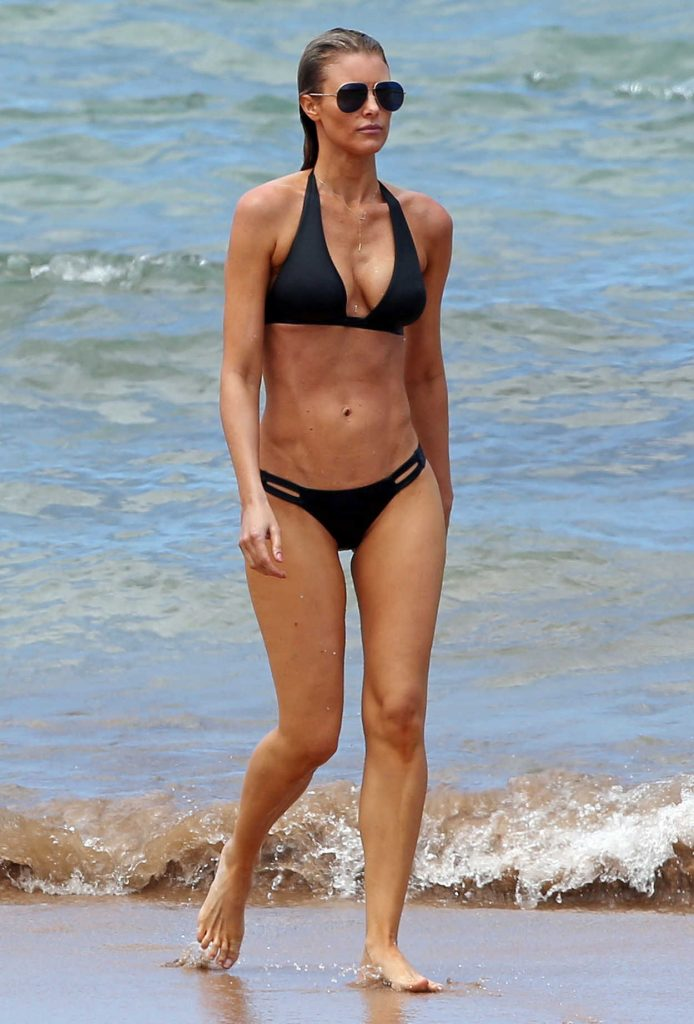 Paige Butcher in Bikini at the Beach in Hawaii 04/05/2017-2