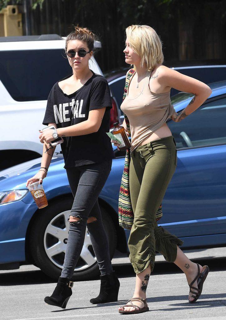 Paris Jackson Was Seen Out in Los Angeles 04/03/2017-2