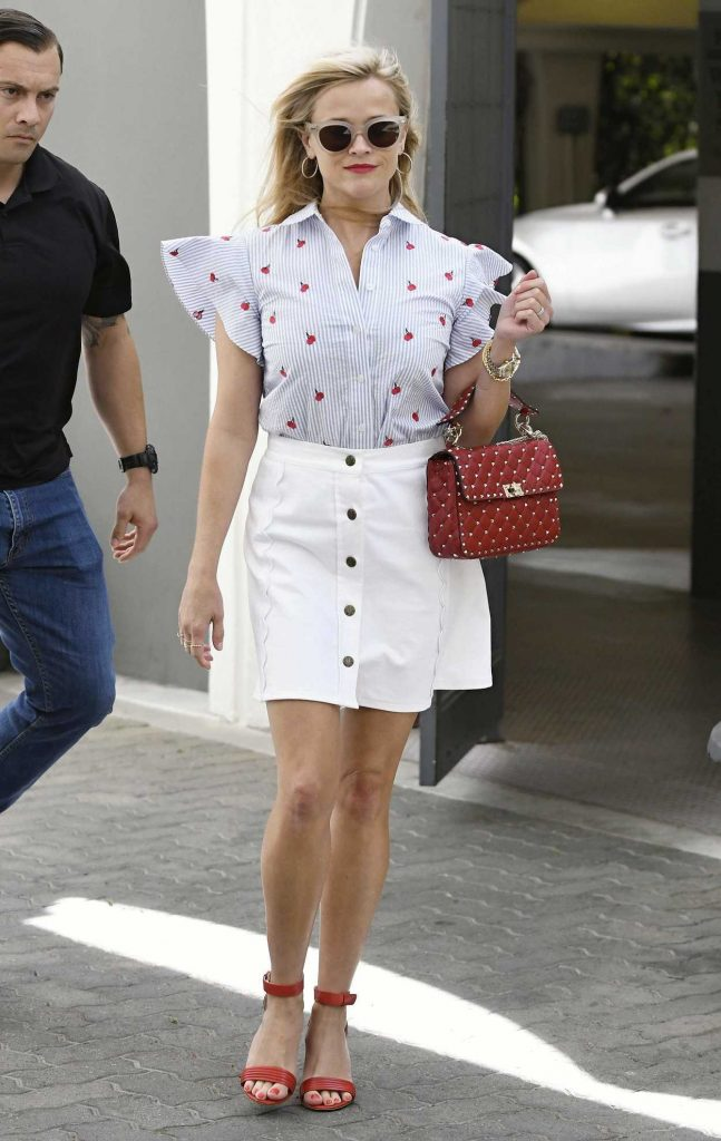 Reese Witherspoon Was Seen Out in Los Angeles 04/27/2017-2