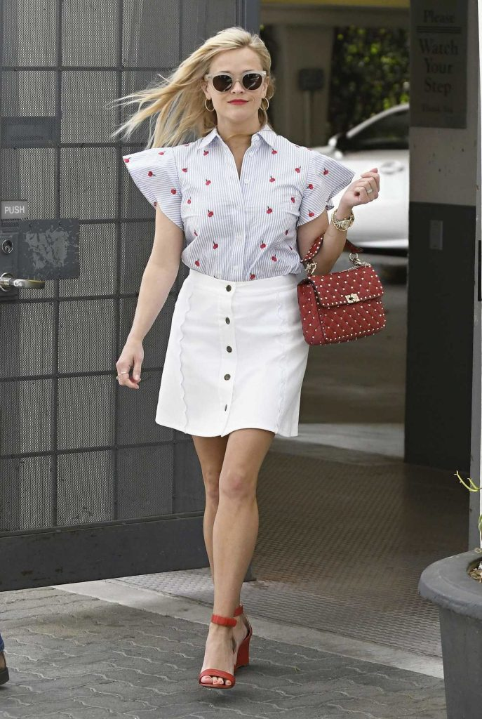 Reese Witherspoon Was Seen Out in Los Angeles 04/27/2017-3