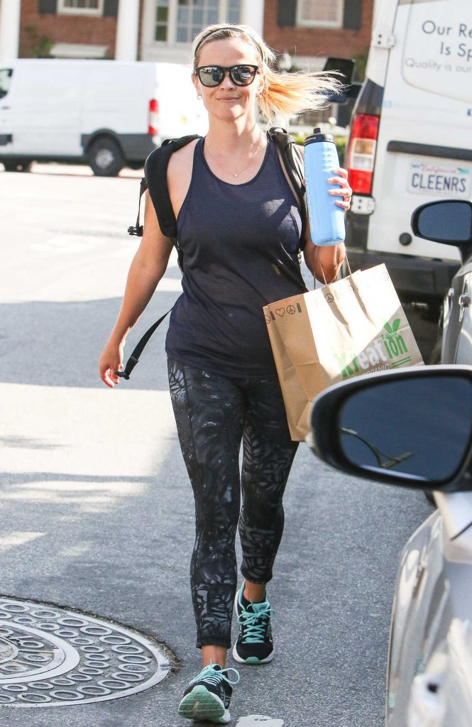 Reese Witherspoon Was Spotted in Workout Attire in Los Angeles 04/11/2017-1