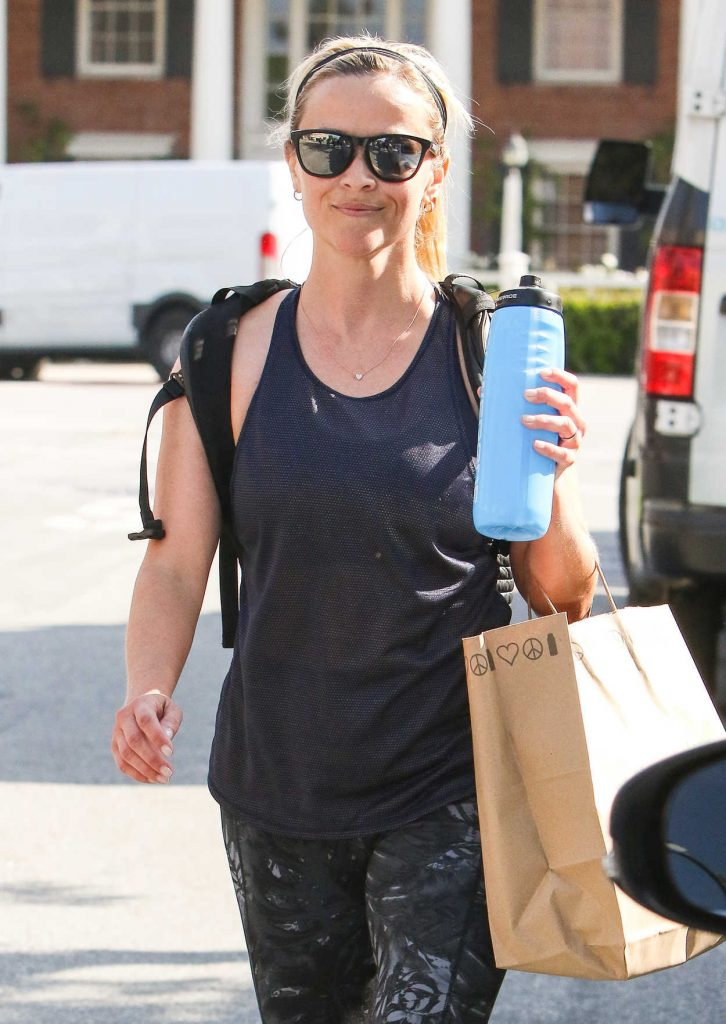 Reese Witherspoon Was Spotted in Workout Attire in Los Angeles 04/11/2017-3