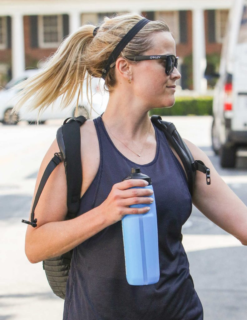Reese Witherspoon Was Spotted in Workout Attire in Los Angeles 04/11/2017-5