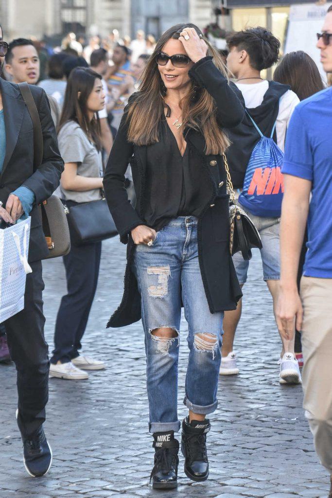 Sofia Vergara Was Seen Out in Rome 04/07/2017-1