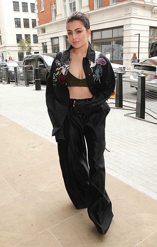 Charli XCX Arrives at BBC Radio 1 in London 05/11/2017-1