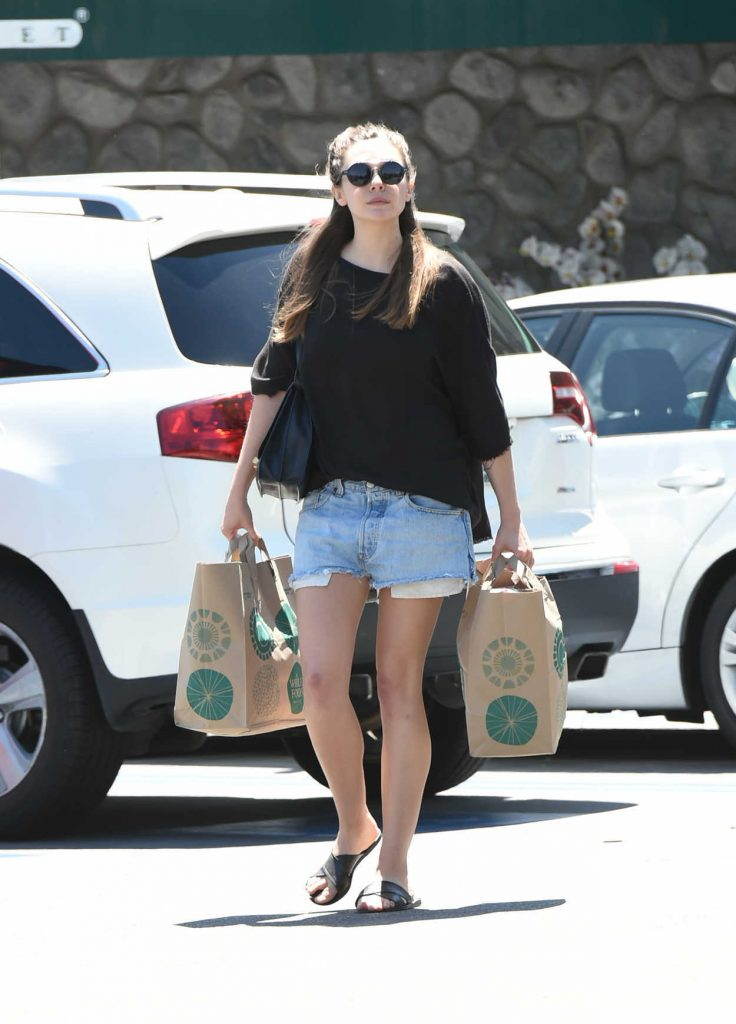 Elizabeth Olsen Does Her Grocery Shopping in LA 05/03/2017-1