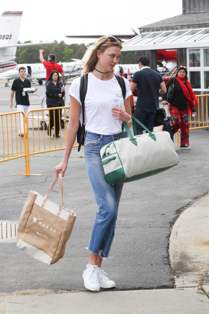 Karlie Kloss Arrives in the Hamptons for Memorial Day Weekend in NYC 05/26/2017-3